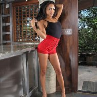 Gulliana Alexis – In The Crack 2